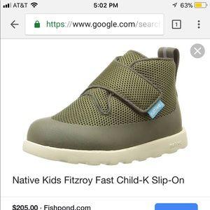 Native kids Fitzroy fast slip on brand new size9